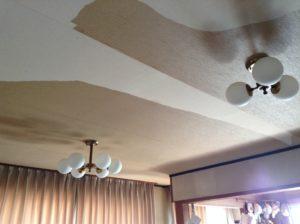 汚れた天井