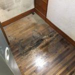 冷蔵庫の水漏れによる床の損傷