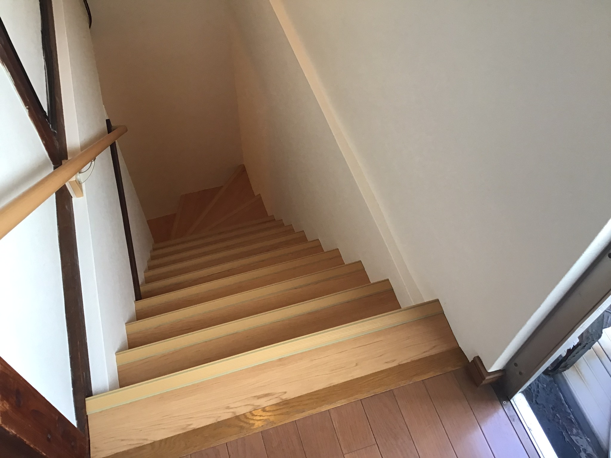 明るくなった階段