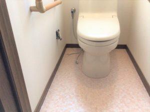 トイレの床施工完了