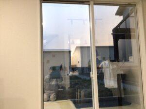 プライバシー保護のガラスフィルム施工