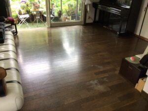 滑りやすい床